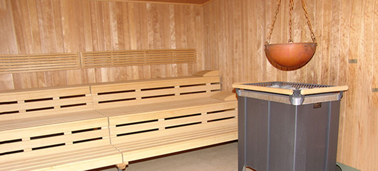 aromatherapie und aufg sse in der sauna der. Black Bedroom Furniture Sets. Home Design Ideas