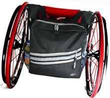 Mit Reflektorstreifen: Rollstuhltasche von RehaDesign.