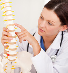Bei einer inkompletten Querschnittlähmung ist das Rückenmark nicht vollständig durchtrennt.