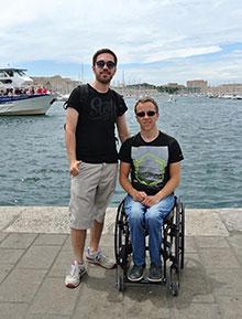 Die EM-Bummler: Frank und Deniz im Hafen von Marseille.