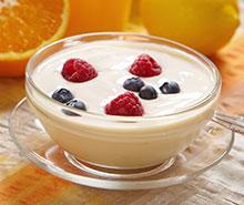Sojajoghurt mit Früchten.