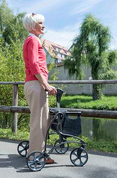 Bild Invacare_Rollator Dolomite Jazz_Anw_030214 copyright Invacare, 2014 Mit Genehmigung von Shutterstock.com