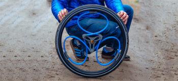 Loopwheels: Rollstuhlrad mit integriertem Stoßdämpfer