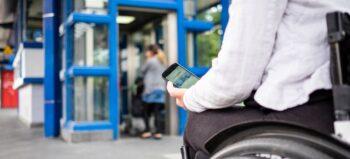 Probleme von Rollstuhlfahrern mit der Bahn