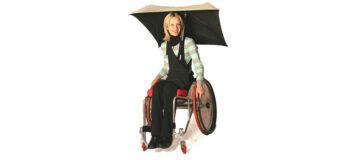 Schutz vor Regen und Sonne: Schirme und Dächer für den Rollstuhl