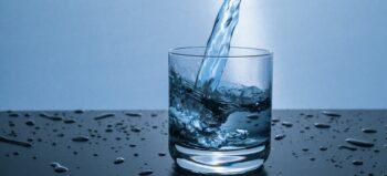 Studie zu wiederkehrenden Blasenentzündungen: Viel trinken hilft viel!