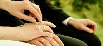 Hochzeit im Rollstuhl: Tipps für Rolli-Deko, Fotos und das Brautkleid