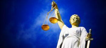 Nach Sturz aus Berghütte querschnittgelähmt: Gericht sieht auch Eigenverantwortung