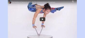 Atemberaubende Akrobatik: Silke Pan turnt Liebeserklärung an ihren Körper