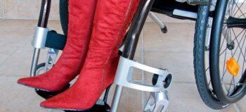 Schuhe leichter schließen – mit diesen kleinen Hilfsmitteln