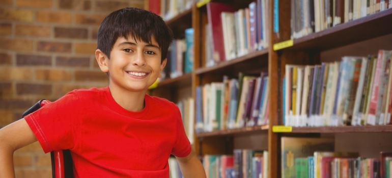 Infoblatt: Neun Schritte zu individuell angepassten Hilfsmitteln in der Schule